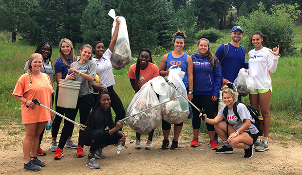 UTA student athletes cleaning a park.